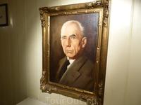 Портрет Р.Амундсена в кают - компании корабля.