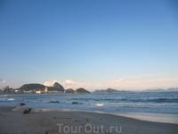 Вечером иду на пляж Копакобана и Ипанема смотреть на закат