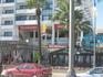 набережная Финикудес: с одной стороны море, с другой - всякие кафешки, ресторанчики и, конечно же, макДональдс )) Вечерком посидеть в одном из ресторанчиков ...