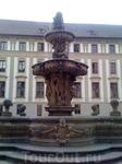 фонтан во дворе Королевского дворца в Пражском Граде