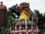 Красавица и Чудовище на параде в Диснейлэнде