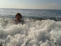 и волна и волна в берег бьется.