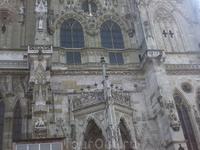 Регенсбург. Фрагмент фасада Собора святого Петра, Сфотографировать во весь рост не удалось.