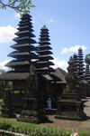Бали/Один из многочисленных храмов