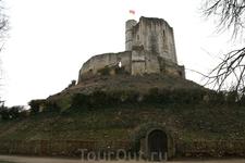 Крепость 12 века- полна тайн и загадок.