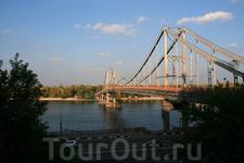 Пешеходный мост через Днепр.