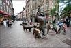 На одной из пешеходных улиц Бремена мы наткнулись на это сказочное свинство. Правда свиньи были из металла ,а в компании был ещё и пастух с собакой. В ...