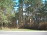 автобусная остановка рядом  с музеем леса, но маршрут №3 единственный, проходящий по этой дороге ходит очень редко