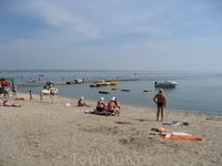 Пляж. Не Турция конечно но для детей самый раз.
