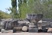 Сверху донизу храм был богато украшен великолепной каменной резьбой. Причудливый орнамент обрамлял карнизы, оплетал оконные проемы. Стены храма украшали ...