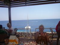 Вид на море из ресторана.