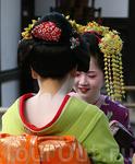 """Воротник кимоно опускают только гейко-сан и майко-сан.Открытая шея в Японии считается невероятно сексуальной, ...""""к поцелуям зовущая""""..Это и последующие ..."""