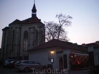 В этом здании сейчас репрезантивная картинная галерея с собранием монастырской живописи