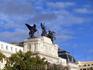 Фигуры на фронтоне здания - Слава и Пегасы, автор Agustín Querol.
