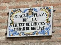 Очень забавная табличка. Если ее переводить буквально, то получится что это Площадь города ведьм. Слово Bruja на испанском означает как раз ведьма, из ...
