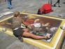 на площади перед собором рисуют картины прямо на тротуарах