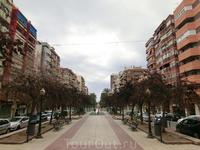Моя любовь к крепостям и замкам меня вывела на Avenida de Federico Soto, поскольку где-то там в конце этой авениды должен был быть парк, окружающий еще ...