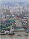В западных языках у Шанхая существовало много других имён, среди них «Восточный Париж», «Королева Востока», «Жемчужина Востока» и даже «Шлюха Азии». Слева ...