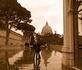 После дождя......... (внутренний дворик перед входом в музей Ватикана)..вид на купол Св.Петра