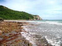 На краю пляжа Samae Beach, Ко Лан