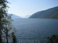 Вид на озеро с одной из смотровых площадок на Телецком