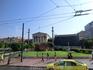 Главный корпус Афинской Академии наук состоит из центральной части и боковых крыльев. Перед фасадом здания установлены две колонны со статуями Аполлона ...