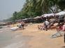 Пляж в обеденное время напротив отеля