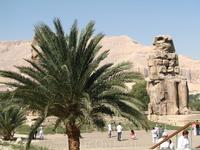 стандартный туристический набор  - поездка в город мертвых, в долину царей