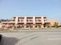 Imi Ouddar - именно так называется курортный поселок, где расположен отель Парадис Плаг и вот это здание прямо напротив него