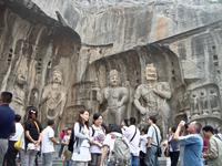 Храм Фэн Сянь - шириной и длиной в 30 м, был построен императором Танской династии Гао Цзуном