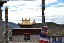Общий план архитектурного ансамбля Самье основан плане храма Одантапури (Индия, Бихар) и представляет собой мандалу, символизирующую строение вселенной. Центральный храм, расположенный посередине симв