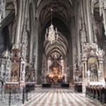 Внутри в церкви Св. Стефана