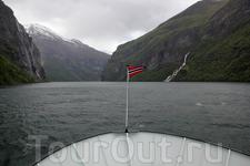 Гейрангер-фьорд плывём в сторону Гейрангера