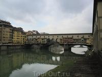 Понте Веккио - самый древний мост города, и не только потому, что это единственный мост, сохранивший свой первоначальный облик, но также и потому, что ...