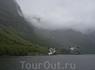Согнефьорд – самый длинный фьорд в мире, врезается вглубь суши  на 204 км