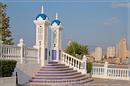 Терраса в арабском стиле на скале в центре города.