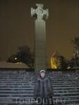 На площади свободы. Вместо памятника советскому солдату теперь установлен крест