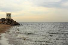 Побережье Финского залива. г.Зеленогорск. На горизонте силуэт Петербурга