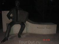 памятник композитору Раймонду Валгре